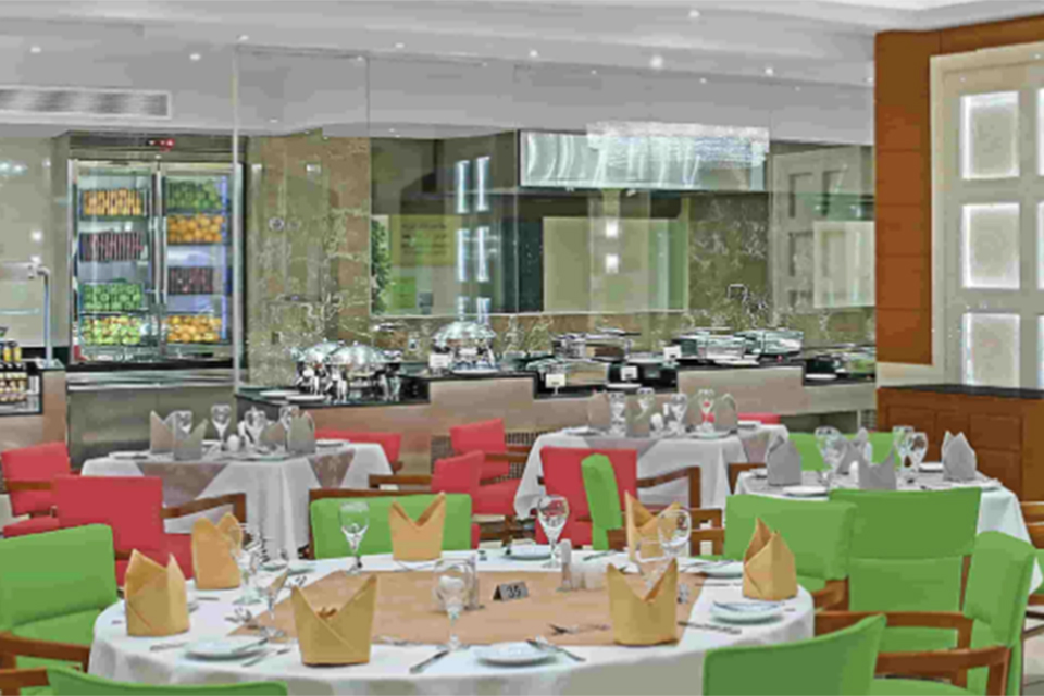 Makkah-Millennium-Hotel-and-Towers_Al_Noor_Restaurant2